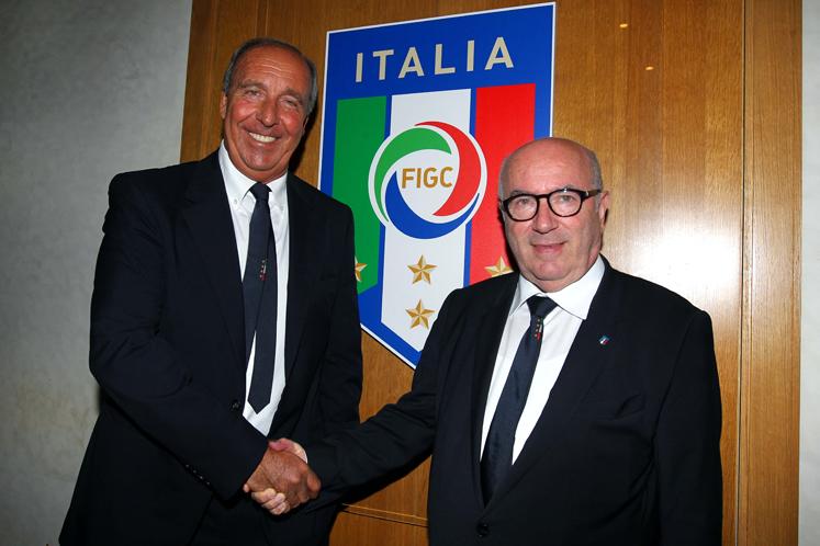 Анчелотти отказался возглавить сборную Италии пофутболу
