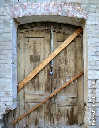 Фото заколоченная дверь