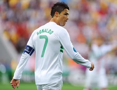 Португалия стала первым полуфиналистом Евро-2012