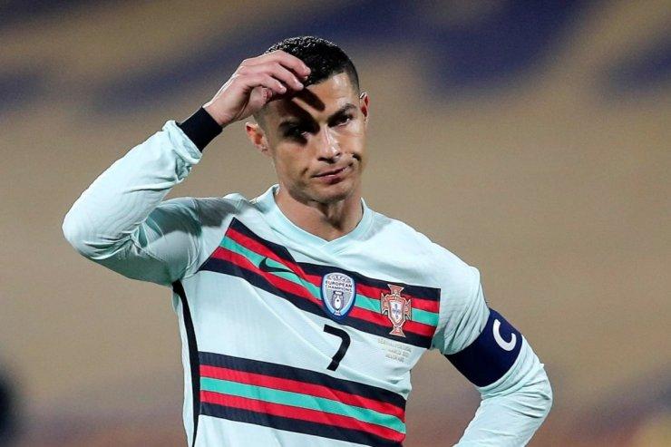 Роналду выбросил капитанскую повязку. Судья украл у Португалии победу