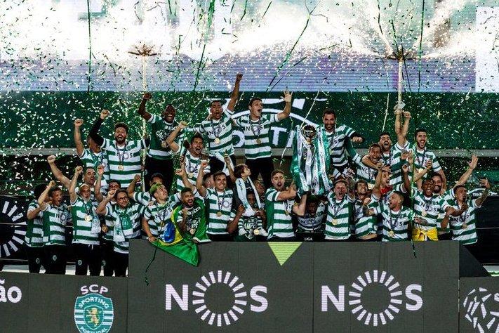 Игроков избивали фанаты, а теперь они чемпионы впервые за 19 лет. Сенсация от родного клуба Роналду