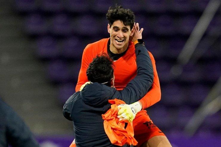 121 год магии в футболе. Вратарь «Севильи» забил и повторил подвиг легенды «Манчестер Сити»