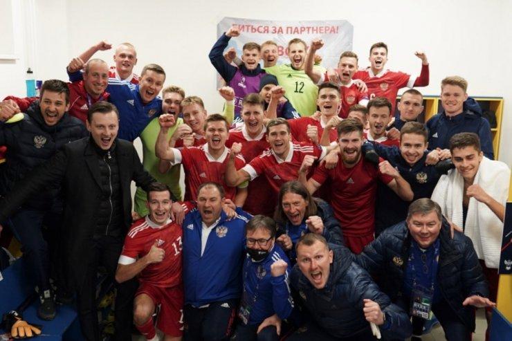 Первая победа России на молодёжном Евро в истории. Чалов и Захарян разгромили исландцев
