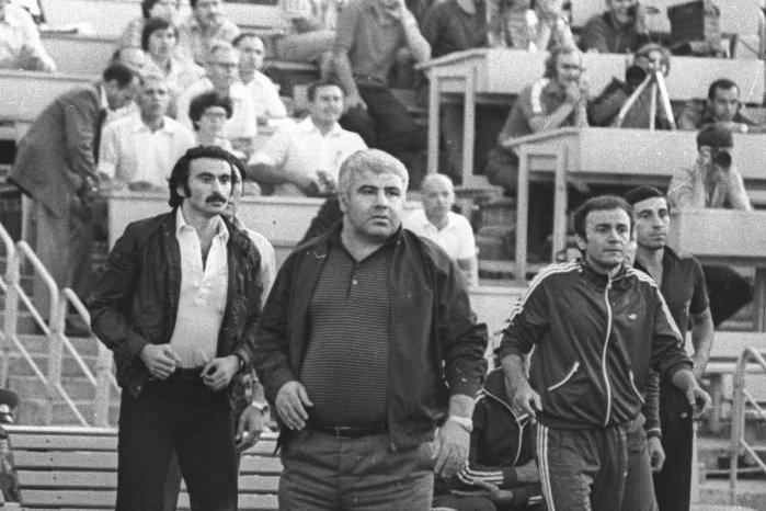Нодар Ахалкаци (в центре)