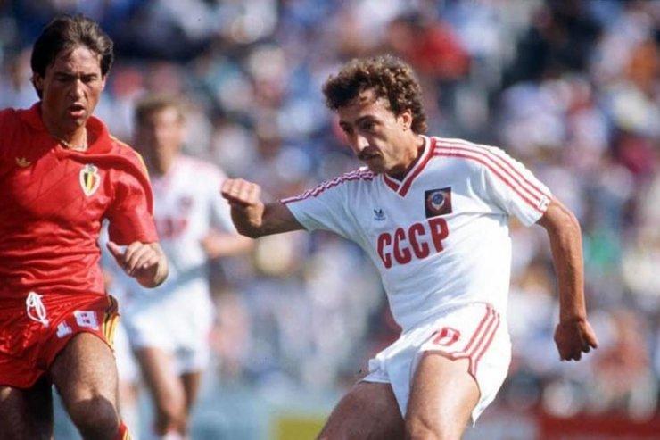 Момент из матча Бельгия - СССР