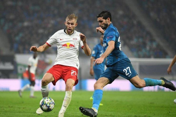 Оздоев и Лайнер в борьбе за мяч