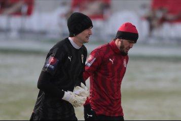 Мирзов надел шапку, фанаты «Крыльев» разделись по пояс, Вилков показал красную. «Химки» покинули Кубок России (фото)