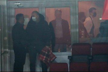 Иванов раздаёт карточки, Глушаков наблюдает с трибун. Первая победа «Химок» в РПЛ за 11 лет (фото)