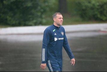 Черчесову указывали где стоять, Шунин ронял Дюпина. Сборная России провела тренировку перед стартом Евро-2020 (фото)