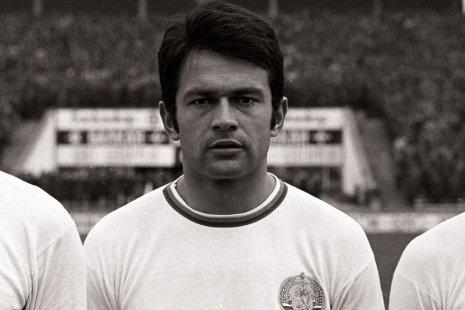 Георгий Аспарухов в составе сборной Болгарии перед матчем отборочного турнира Чемпионата мира против сборной Нидерландов (октябрь 1968 года)