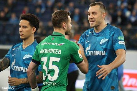 Голкипер ЦСКА Акинфеев и форвард