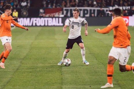 Игроки сборных Германии и Голландии