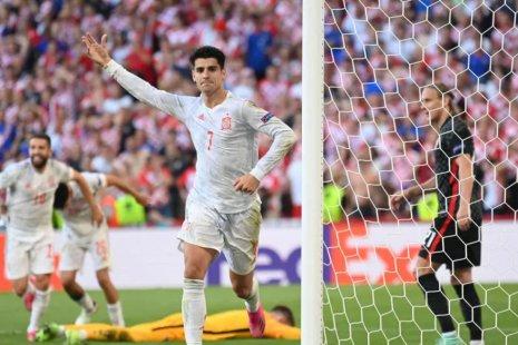 Мората празднует четвертый гол в ворота Хорватии