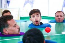 Слуцкий заставил игроков «Рубина» дуть на шары, Семеду показал коллекцию игрушек
