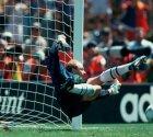 Болеро, клон Шмейхеля и любитель азартных игр. Лучшие вратари Северной Европы 90-х